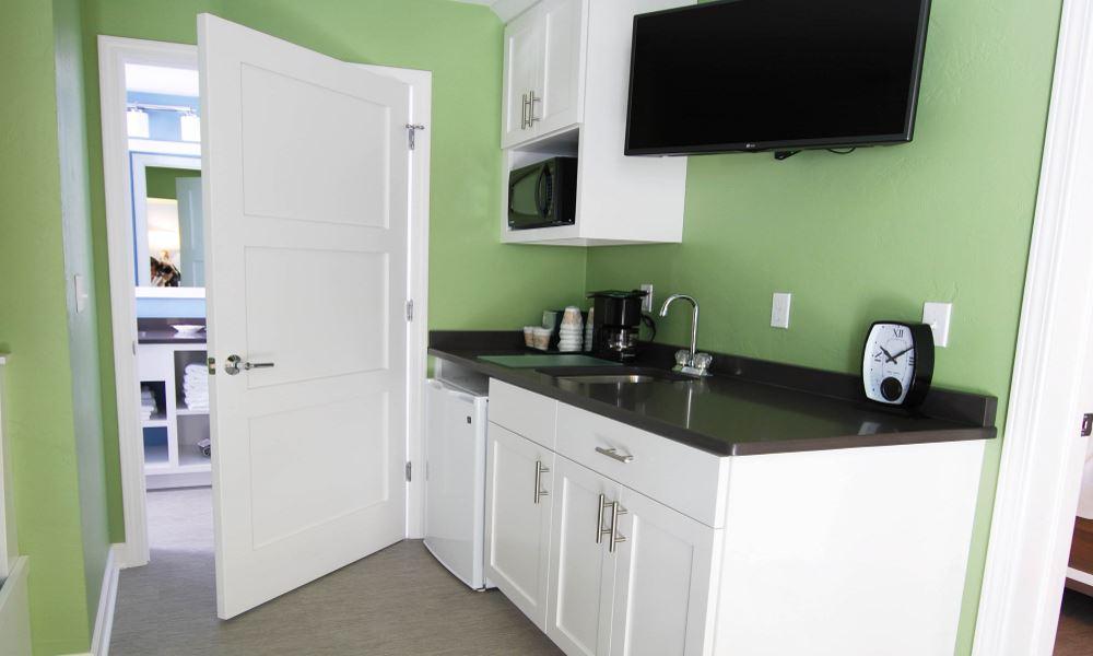 Cedar Guest House Kitchenette