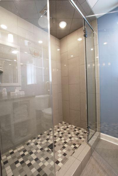 Cedar Guest House Walk-in Shower
